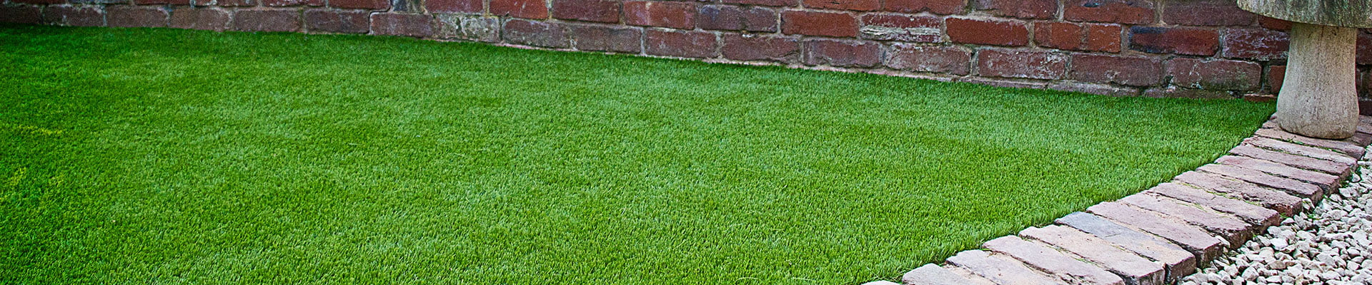 Artificial grass can transform any area and is ideal for front lawns, back gardens, exhibitions, play areas, roof gardens and balconies.